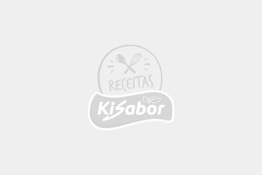 Farofa de Linguiça e Alho Poró